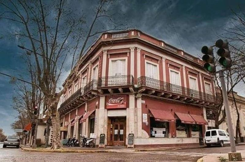 Cierra El Cabildo Café Restaurante