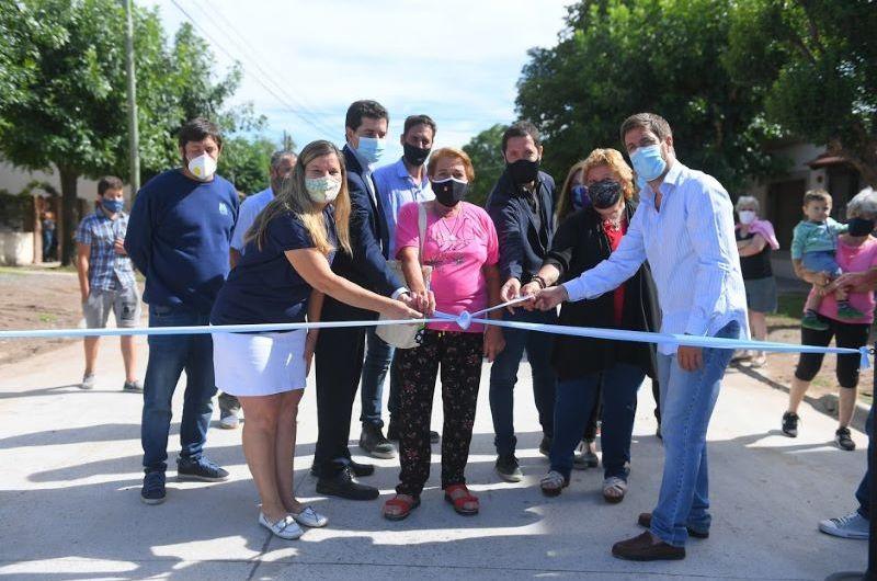 Inauguran obra de asfaltado en el barrio La Amistad
