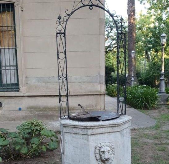 Exhiben en el Museo Míguez el brocal que estaba en el Registro Civil