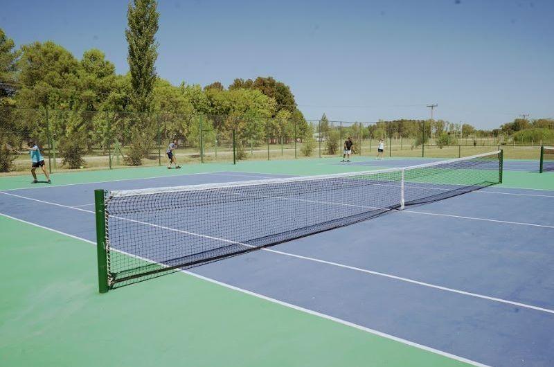 Jano Behro ganó en una fecha de tenis en las canchas municipales