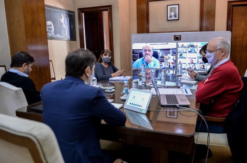 Gobernador e Intendentes reunidos para analizar pasos a seguir ante el covid