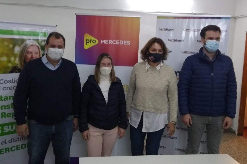 Diputados Nacionales de Juntos en campaña electoral por Mercedes