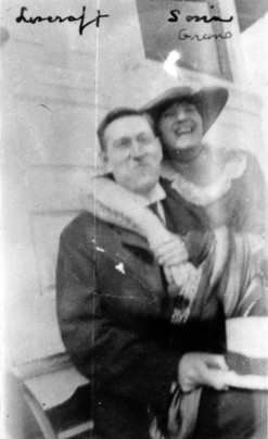 Lovecraft (left) in 1921 with Sonia.