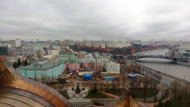 5 MBK - pohľad na Kremeľ z chrámu Krista Spasiteľa