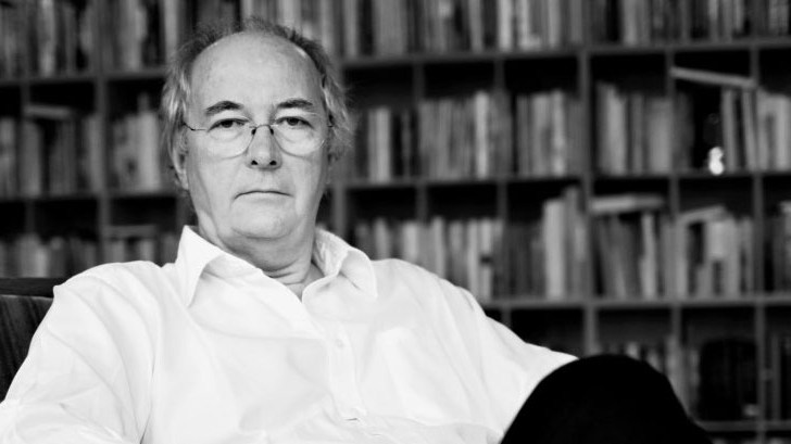 Philip Pullman resigns as Oxford literary festival patron over lack of pay for authors