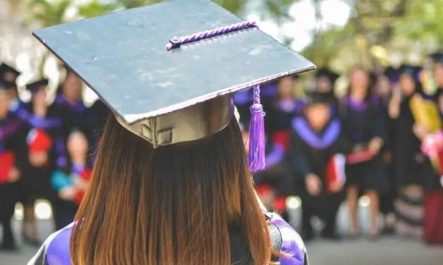 Graduate job postings drop by almost a quarter