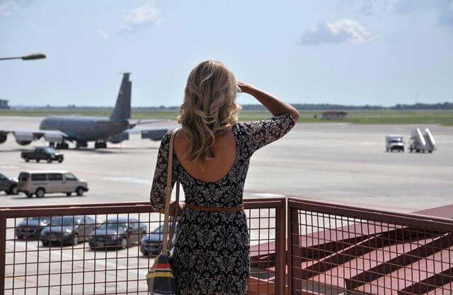 Frauen auf Geschäftsreise buchen anders als Männer