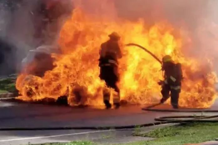Firefighter Caught Fire During Fire Extinguishing