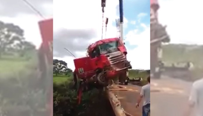 The Collapse Of Crane While Lifting Truck