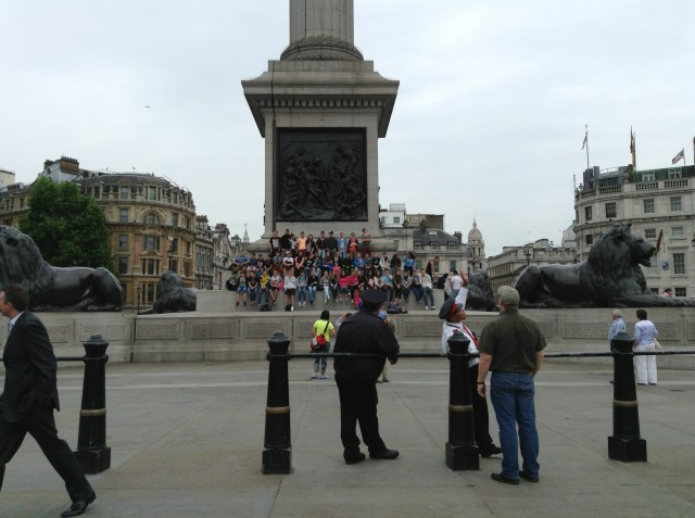 Tour group @Trafalgar Square