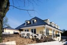 Wohnhaus mit Schwimmbad