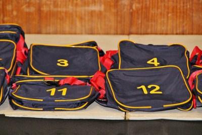 Baie dankie aan Overberg Agri vir die skenk van die eerste netbal- en rugbyspanne se pragtige sakke.. (4)