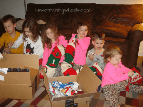 A large family is lots of fun, especially at the holidays. But how to you buy gifts for everyone without overspending your budget? Here are some ideas!