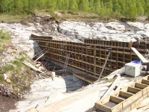Hole Kraft, bygging demning og kraftstasjonsbygg