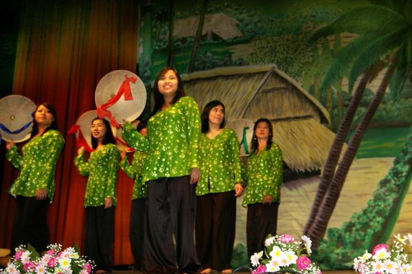 <strong><em>Photos souvenirs de la soir&eacute;e &quot;Etre une Femme Vietnamienne&quot; le 20 mai 2006 au Mus&eacute;e des Arts et Traditions Populaires</em></strong>