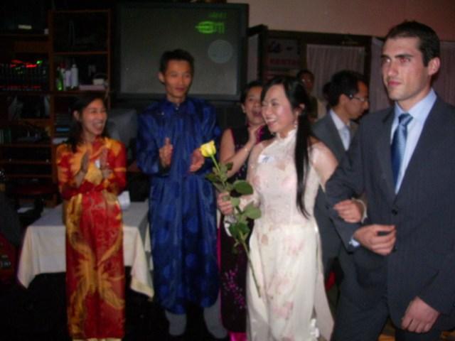 """Photos souvenirs de la Soirée """"Ao Daï"""" organisée par HTTN au restaurant Asia Palace le samedi 7 juillet 2007"""