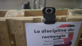 Our French is a bit rusty but that webcam game seems to be about rectangles.
