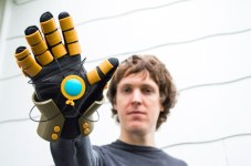 The Legend of Korra Avatar Electrified glove Pic 1