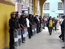 Serenazgo  resguardando la MUnicipalidad de Huaral