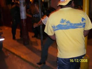Dirigente y ex-regidor Sabino Barboza momentos cuando 4 policías lo golpean