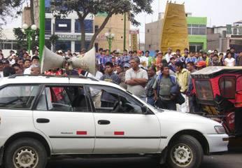 Transportistas frente al municipio  en protesta