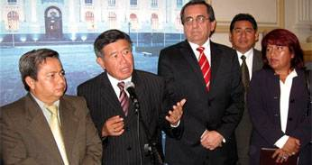 Conferencia de prensa que brindó el Presidente Regional en agradecimiento a los congresistas que apoyaron.