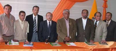 Autoridades de la localidad y los decanos de la Universidad mayor San Marcos.