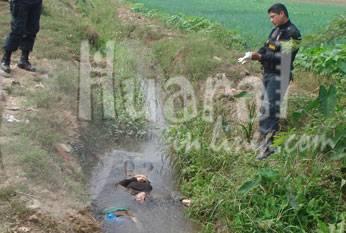 Cadáver de la joven en canal de regadio. Foto Alan Jurado.
