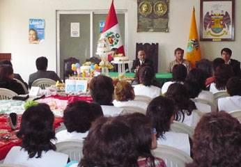 Estuvieron presentes autoridades municipales y periodistas de los distintos medios de comunicación, quienes observaron la exposición de trabajos