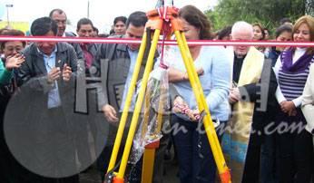 Congresista Rosario Sasieta y José Vega padrinos de la inaguración.