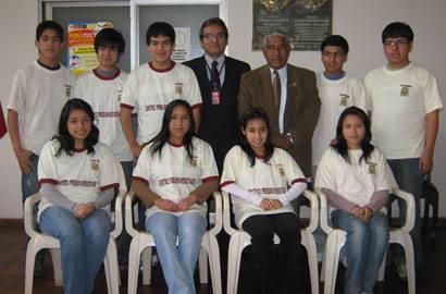 Cachimbos junto al coordinador academico de la San Marcos dr. Víctor Bazan y el alcalde Jaime Uribe.
