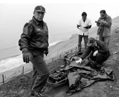 Tras arduo esfuerzo el cuerpo fue rescatado del abismo. foto Chaski Huacho.