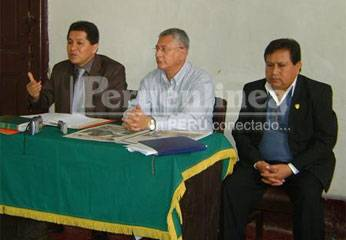 """conferencia de prensa de la agrupación """"Lidera Perú""""."""