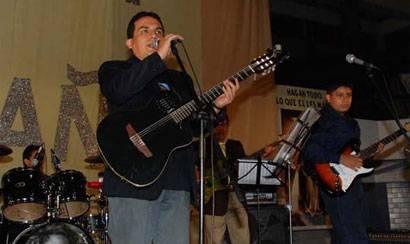 """Luís Enrique Ascoy y la """"Banda Sin Futuro"""