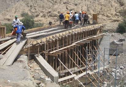 Puente carrozable en Aucallama.
