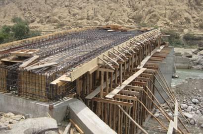 Construcción del puente carrozable.