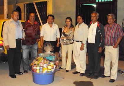 Anibal Morales, Lucho Matta, Feliz ganador Fidel, Mariluz Rodrígues,Carlos Olivares y Alejandro MAguiño