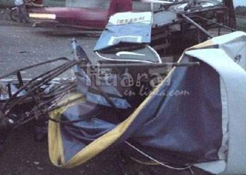 Mototaxi quedó destrozado luego del accidente de tránsito.