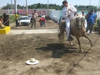 Con una hermosa exhibición de caballos de paso fue entregada importante obra.