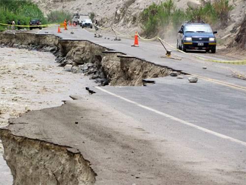 Río Cañete destruye carretera a distrito de Lunahuaná.