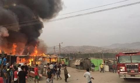 12 unidades de bomberos atienden dantesco incendio en mercado