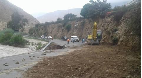 GRL lleva maquinaria al puente Vilca, para rehabilitar la carretera a Acos.