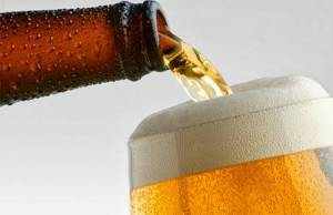 servir-vaso-cerveza-huaralenlinea