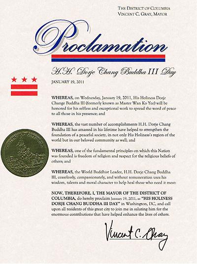 """美國首都華盛頓市葛瑞市長正式宣布二零一一年一月十九日為""""第三世多杰羌佛日"""",並號召大家向第三世多杰羌佛致敬!"""