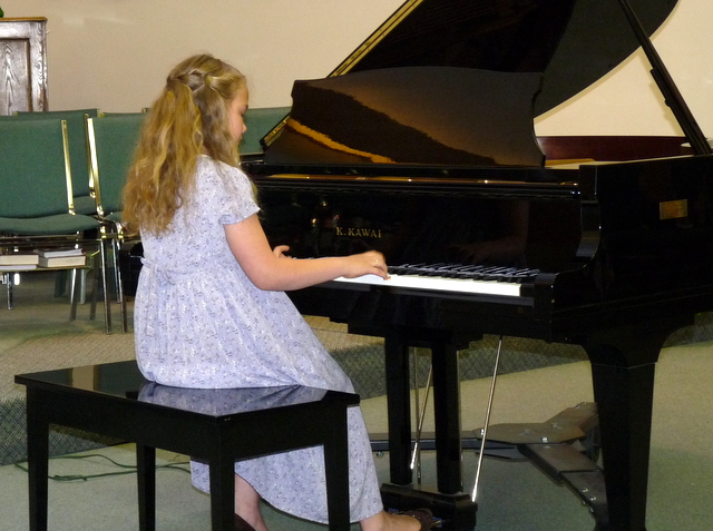 picture of Heidi playing piano at recital