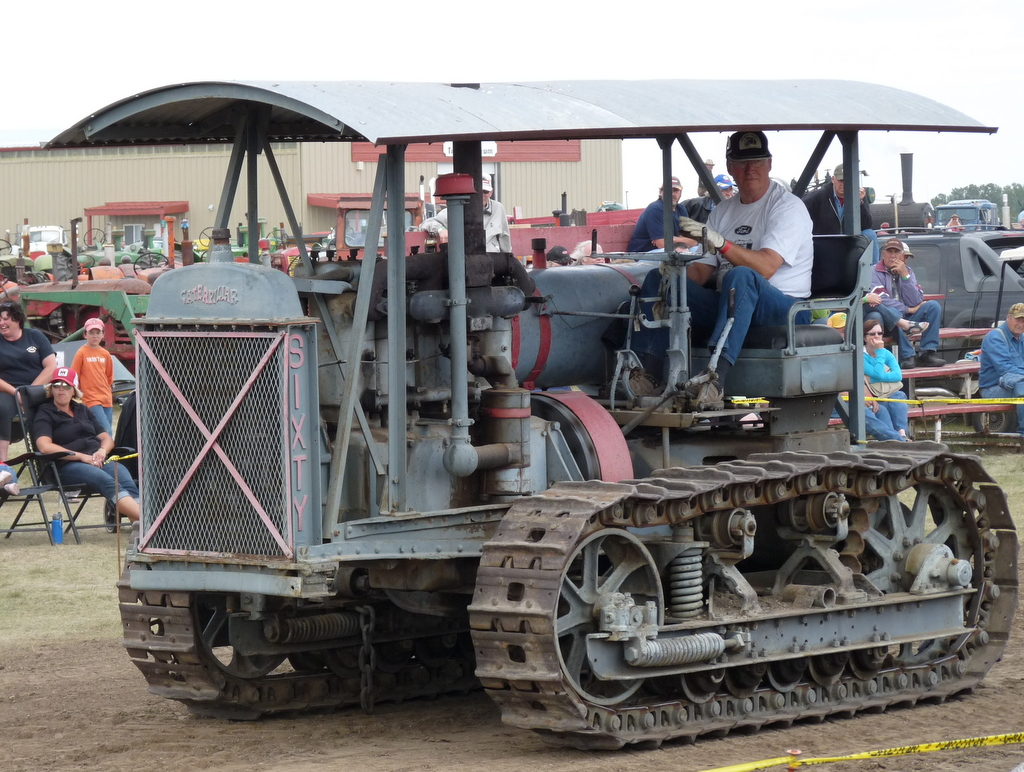 picture of old Caterpillar tractor