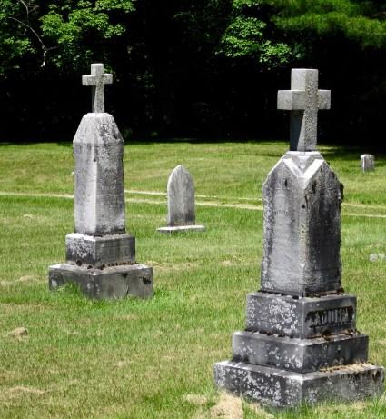 Les Saint-Germain et les LaQuire voisins pour l'éternité au cimetière Saint Marys, Brandon, Rutland County, Vermont