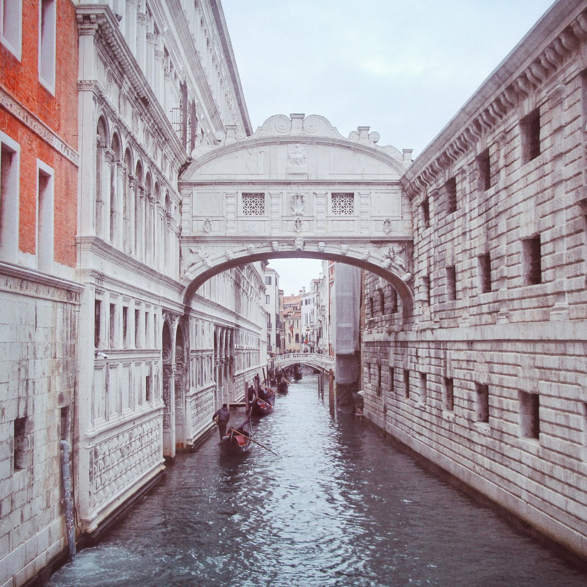 Venice, Bridge of sigh, Italy travel diary, Huesofme blog