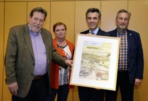 Verkehrs- und Gewerbeverein Hüsten e.V. bei seiner Mitgliederversammlung.   Auf dem Foto, von links: Rupert Schulte, Angelika Geue, Engelbert Zimmer, Werner Ebbert.  Foto von: Meissner