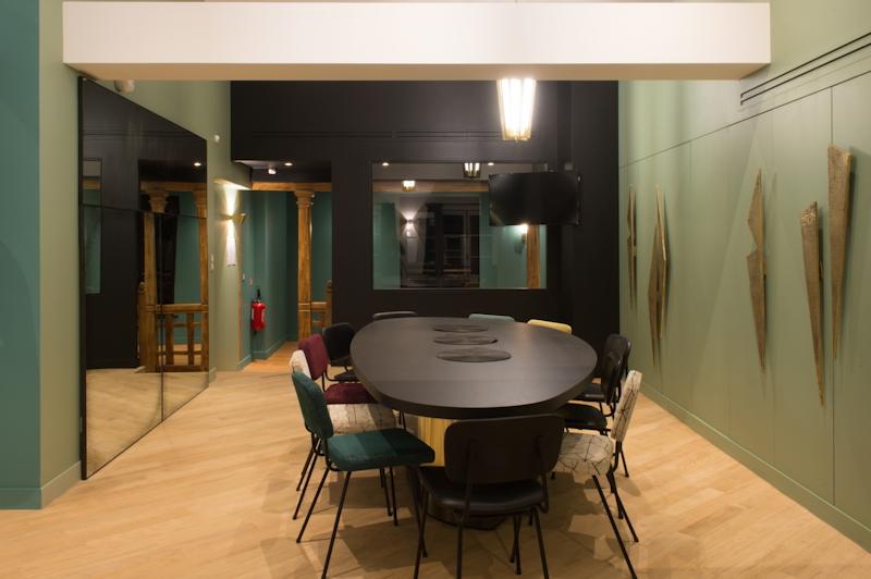 Salle de réunion rénovée